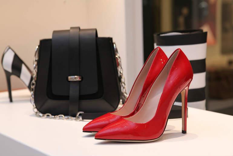 Cum asortăm pantofii și poșeta