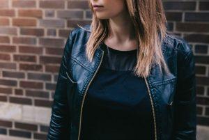 cu ce ma imbrac, jacheta de piele, negru, geaca de piele